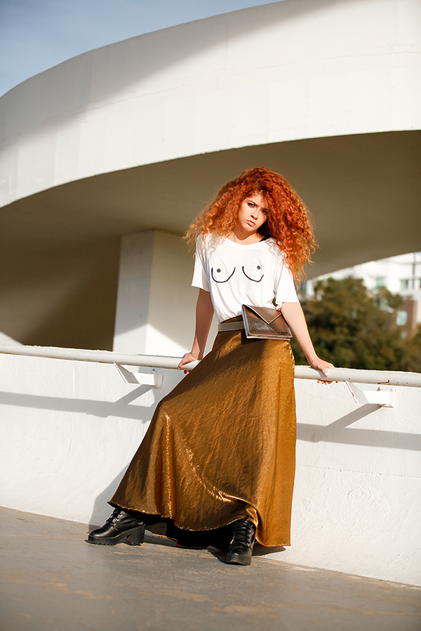 editorial-moda-fashion-metalizado-metalico-urbano-street-moderno-pochete-silver-golden-mauloa-fotografia-santa-catarina (2)