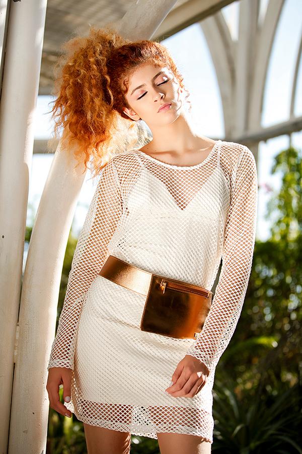editorial-moda-fashion-metalizado-metalico-urbano-street-moderno-pochete-silver-golden-mauloa-fotografia-santa-catarina-(8)